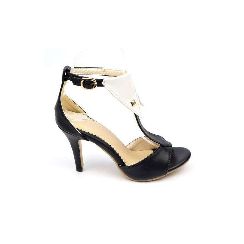 sandale noire et blanche